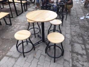 Bộ bàn ghế Cafe chân sắt mặt gỗ TT01