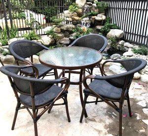 Gợi ý 3 mẫu bàn ghế cà phê kính đẹp nên có trong quán bạn