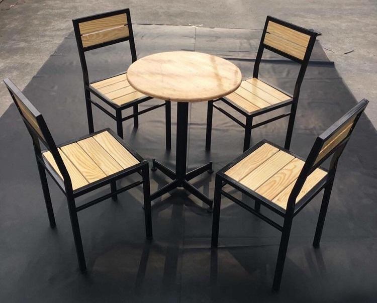 Bộ bàn ghế khung sắt mặt gỗ TT04